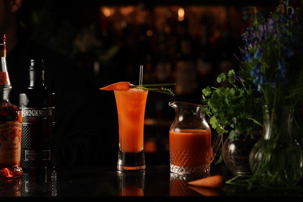 what 39 s up brock brockmans gin cocktail mit karottensaft perola online shop. Black Bedroom Furniture Sets. Home Design Ideas